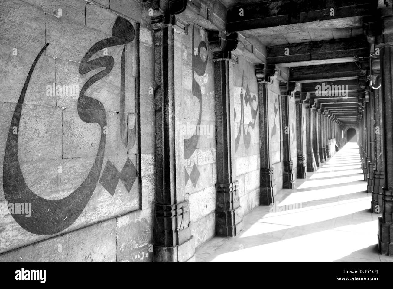 A monochrome image of a wall at the Jama Masjid in Ahmedbad, Gujarat. - Stock Image