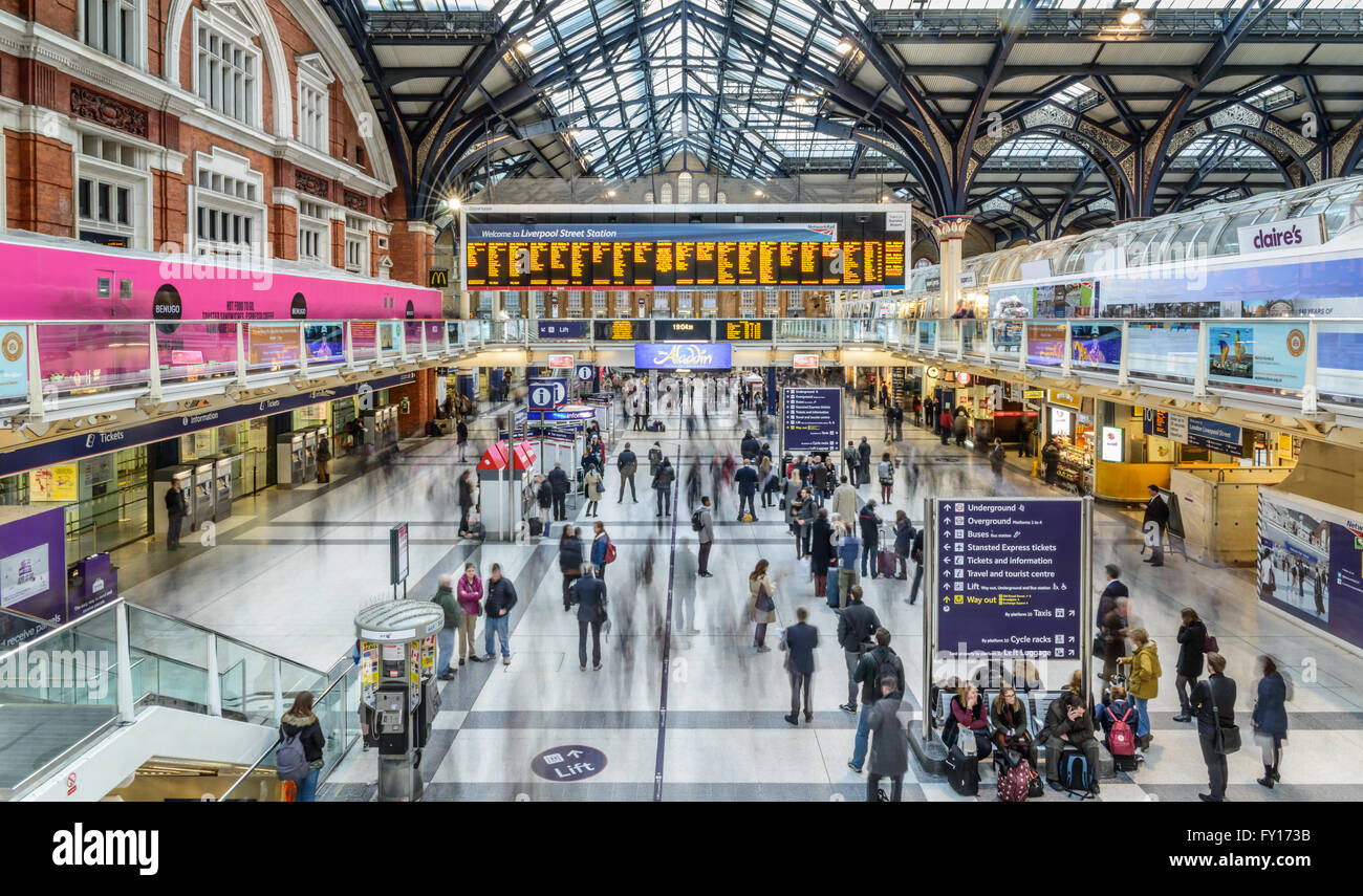 People at Liverpool Street station. Opened in 1874 it is third busiest and one of the main railway stations in UK - Stock Image