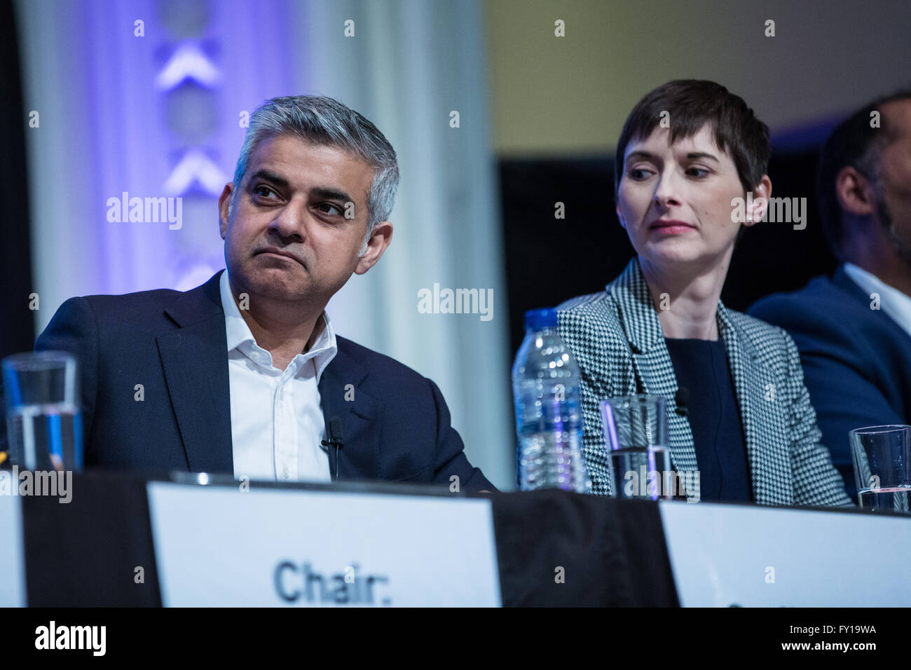 London, UK. 19th April, 2016. Caroline Pidgeon, Liberal Democrat candidate, glances at Sadiq Khan, Labour candidate, - Stock Image