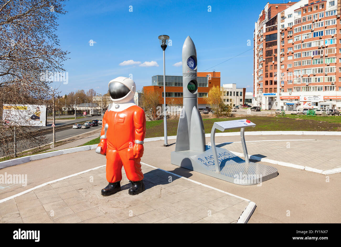 Sculpture Cosmonaut and model rocket near the Museum and Exhibition Center Samara Space - Stock Image