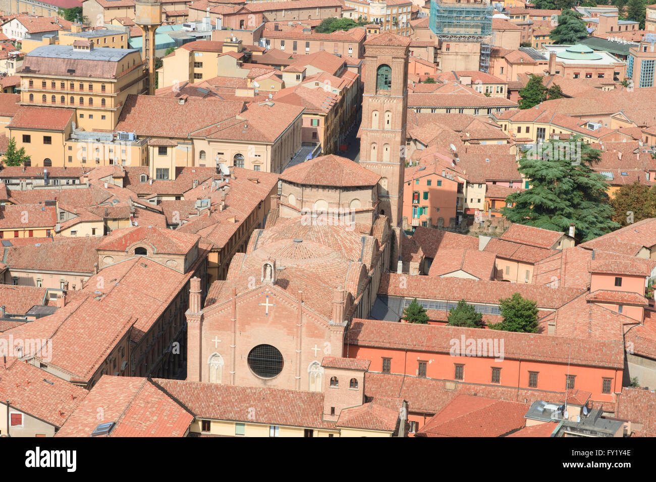 https://c8.alamy.com/comp/FY1Y4E/basilica-di-san-giacomo-maggiore-as-seen-from-asinelli-one-of-the-FY1Y4E.jpg