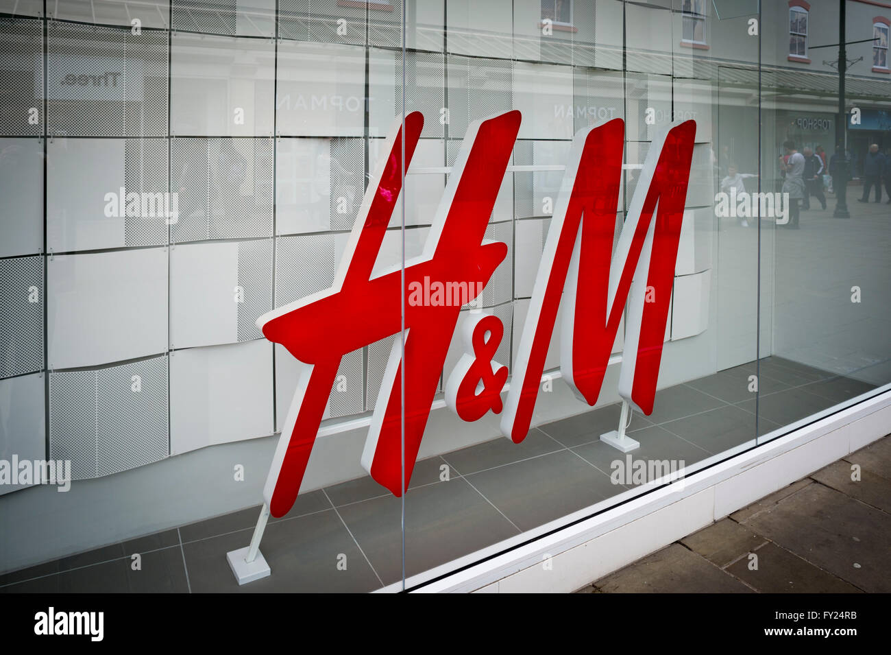 Shop window display of an H&M clothing store in the high street, Salisbury, Wiltshire. - Stock Image