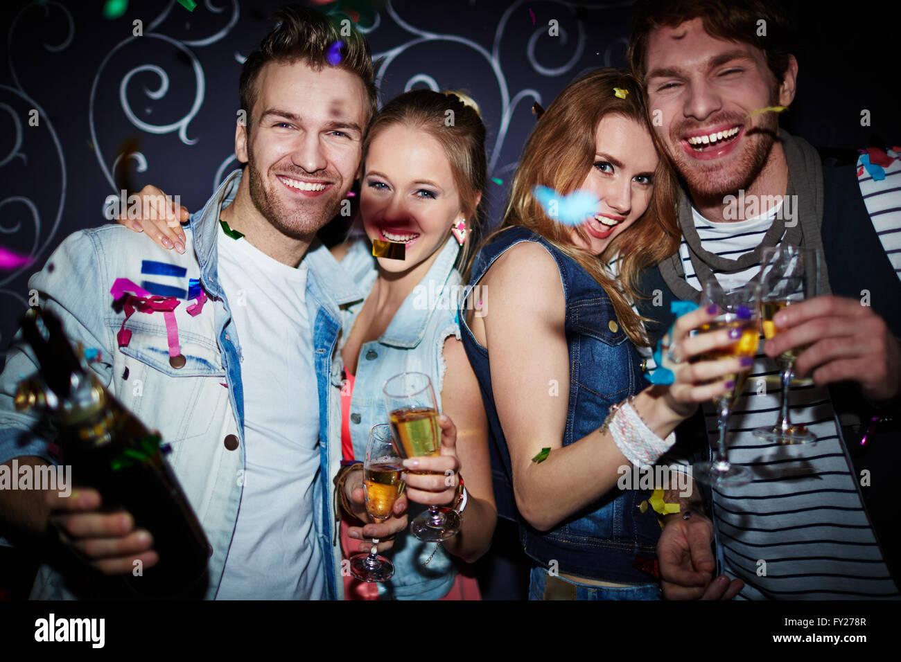 Night clubbers with champagne - Stock Image