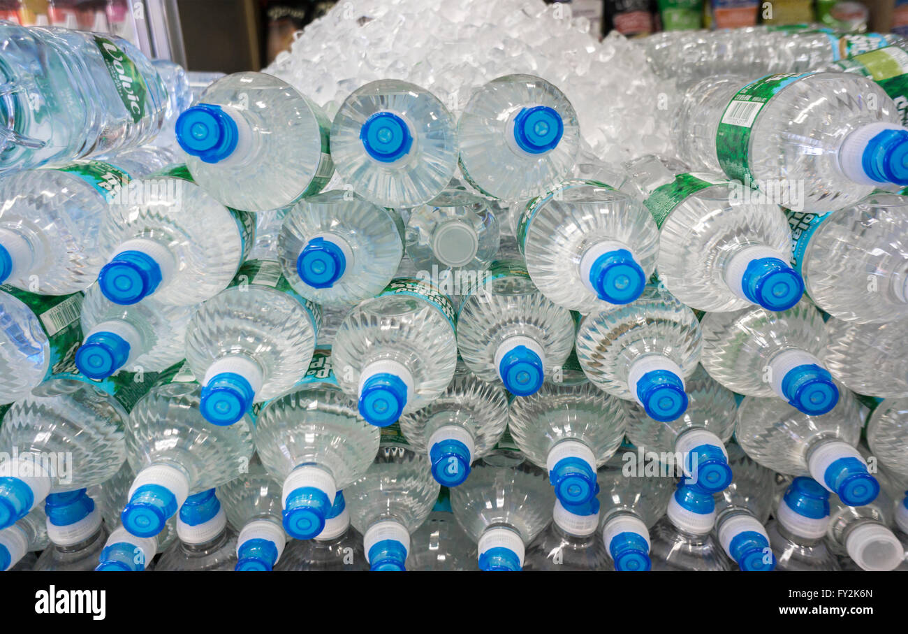 A display of bottled water is seen in a grocery in New York on Monday, April 18, 2016. (© Richard B. Levine) - Stock Image