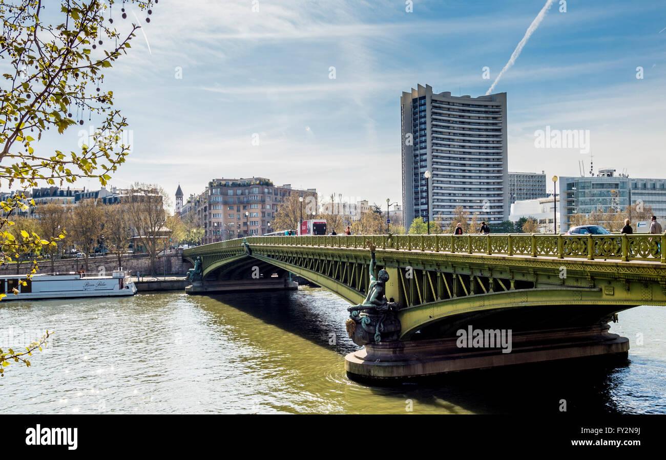 Pont Mirabeau, over the river Seine, Paris, France. - Stock Image