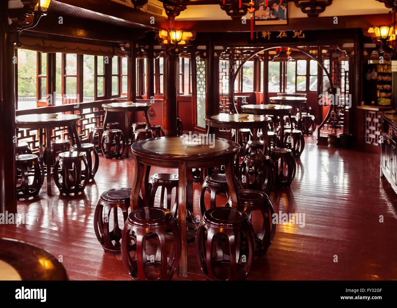 Traditional tea house interior, Shanghai, China - Stock Image