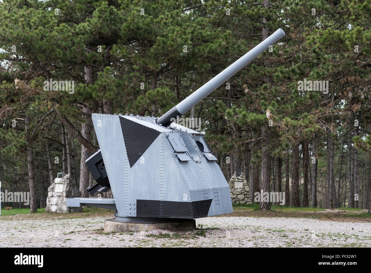 Cannon 100-47, 1937, World War II, park of remembrance, open-air museum on the Colle Sant'Elia hill, Redipuglia - Stock Image