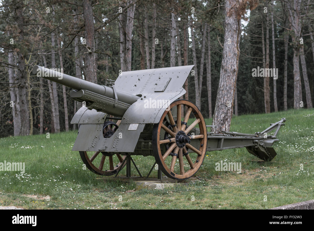 Cannon 105-28, Park of Remembrance, Open Air Museum World War I on the Colle Sant'Elia hill, Isonzo, Redipuglia, - Stock Image