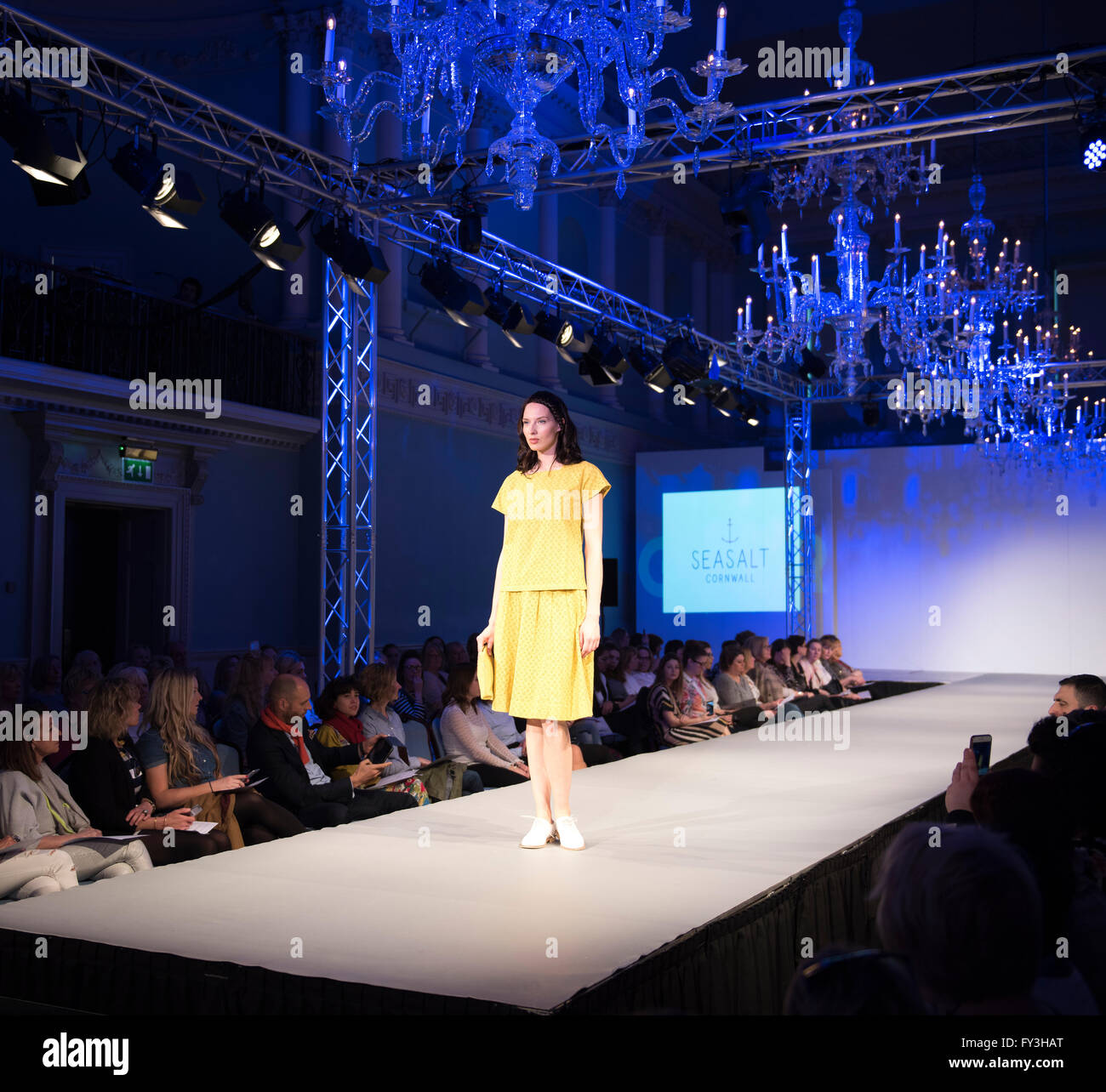 Alamy news Bath in Fashion 2016. Catwalk. Shops. Model. Spring Summer 2016. Seasalt. Beauty. Events. People watching. - Stock Image