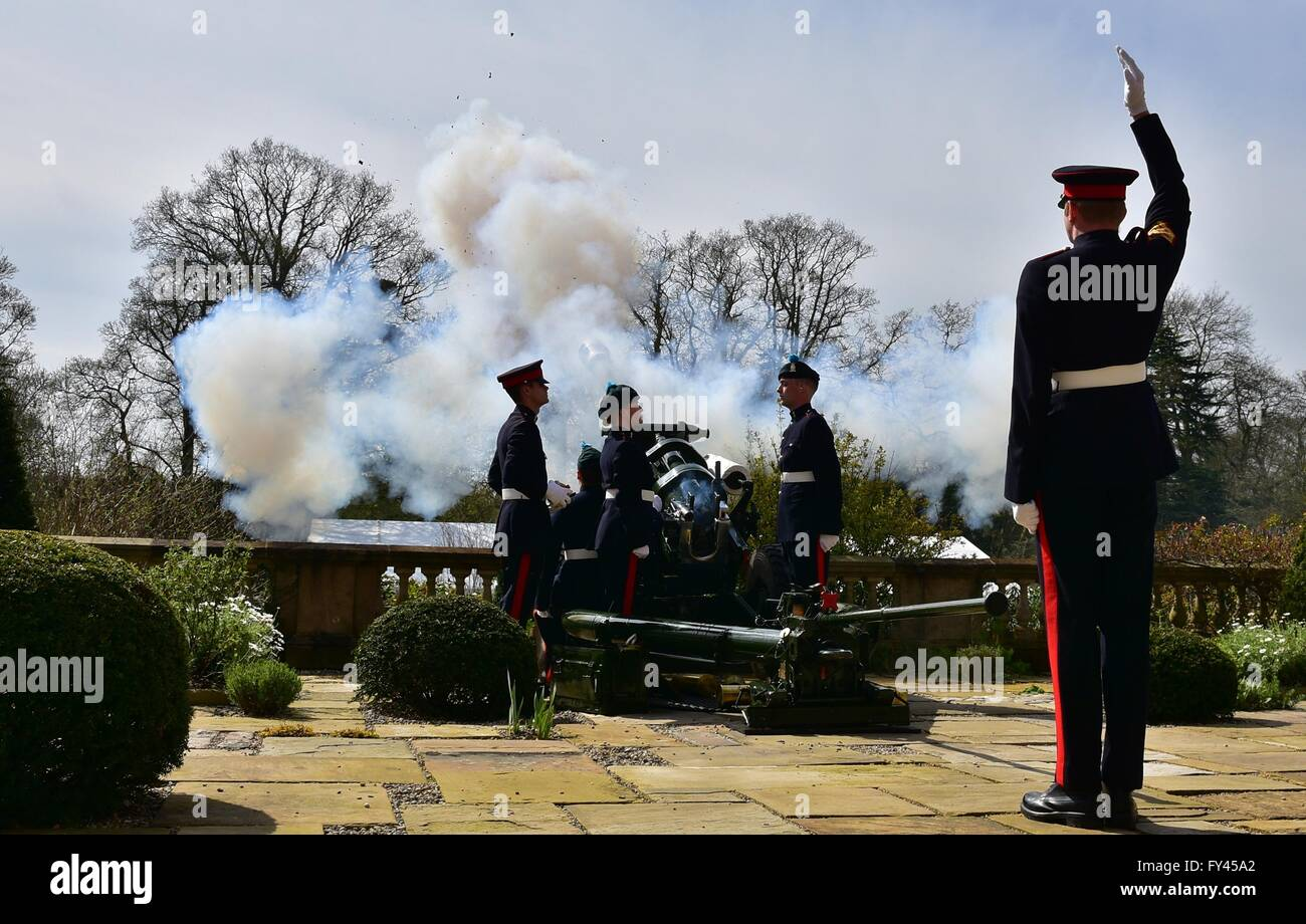 Hillsborough Castle, Ireland. 21st April, 2016. A 21 Gun Salute took place in the Grounds of Queen Elizabeths Northern - Stock Image