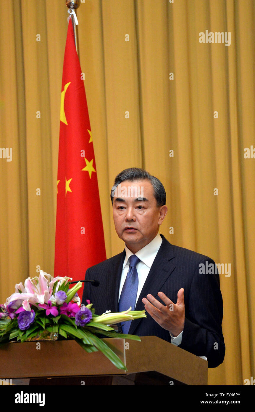 """Bandar Seri Begawan. 21st Apr, 2016. Chinese Foreign Minister Wang Yi said that the """"dual-track"""" approach is a practical and feasible way to solve the South China Sea issue at a press conference in Bandar Seri Begawan, capital of Brunei, on April. 21, 2016. Credit:  Jeffrey Wong/Xinhua/Alamy Live News Stock Photo"""