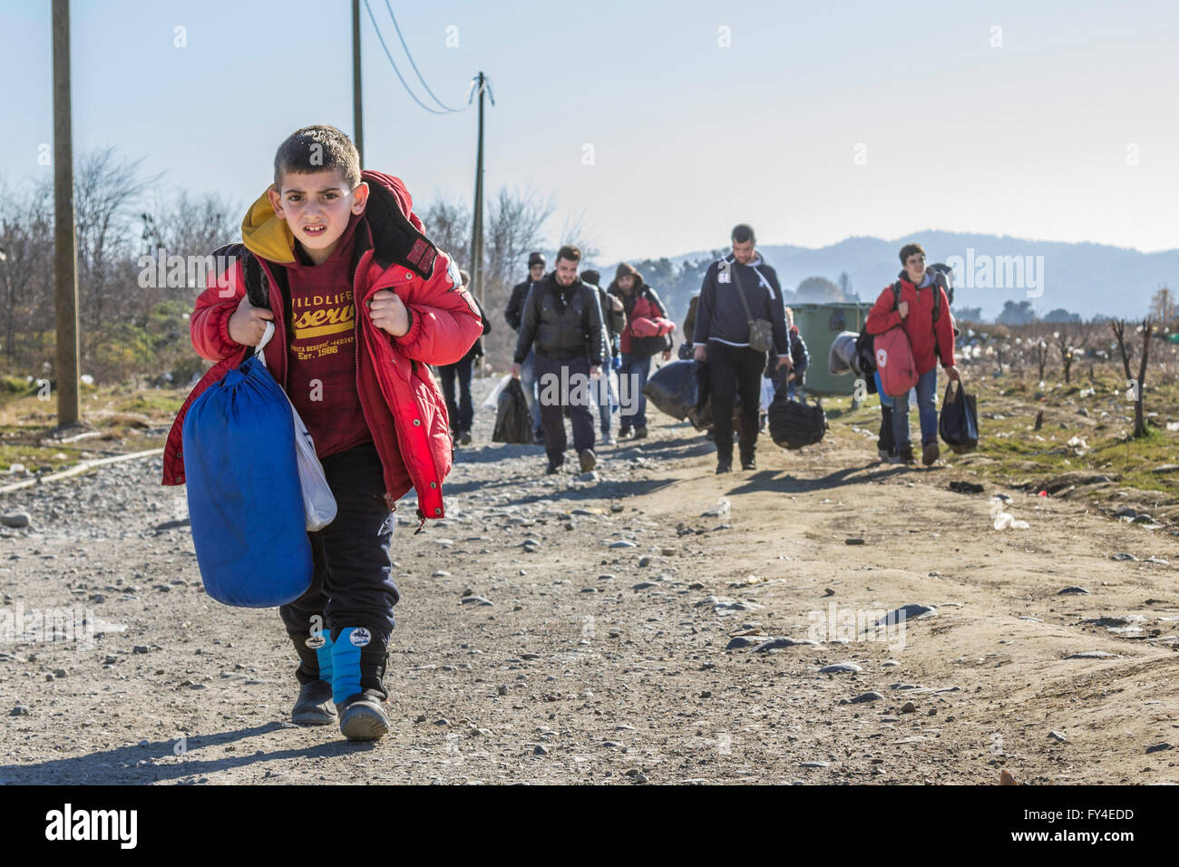 Refugees arriving from Idomeni (Greece) to the refugee camp of Vinojug in Gevgeliija (Macedonia) in December 2013. - Stock Image