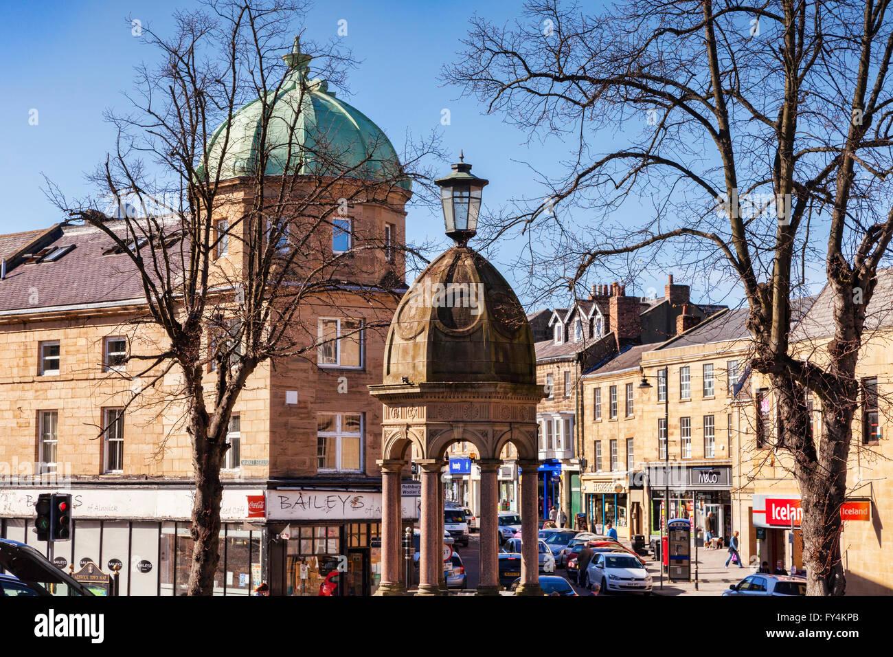 Alnwick Town Centre, Northumberland, England, UK - Stock Image