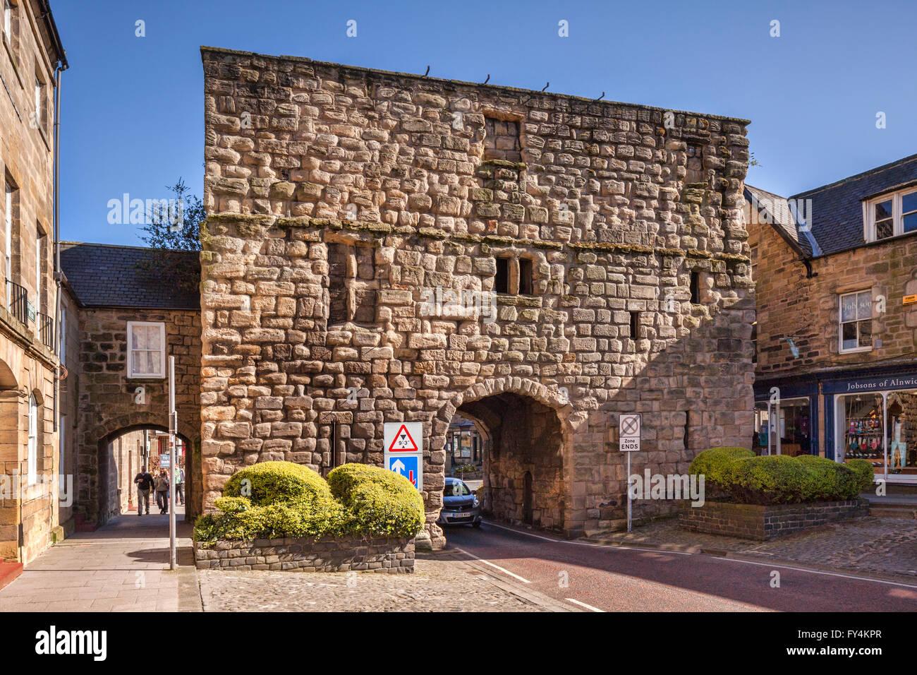 The 15th century Bondgate Tower, Alnwick, Northumberland, England, UK - Stock Image