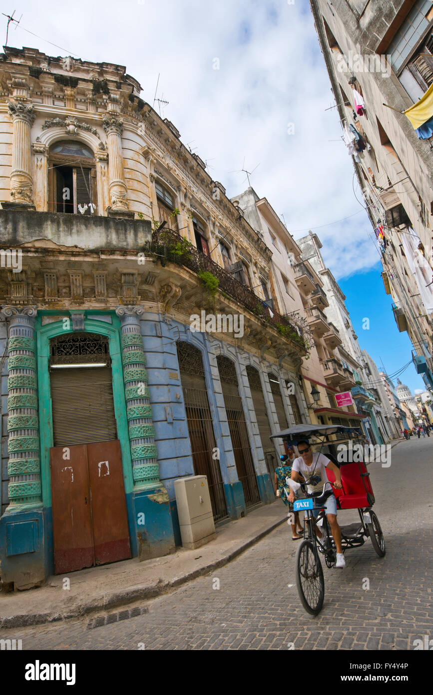 Vertical streetscape in Old Havana, Cuba. - Stock Image