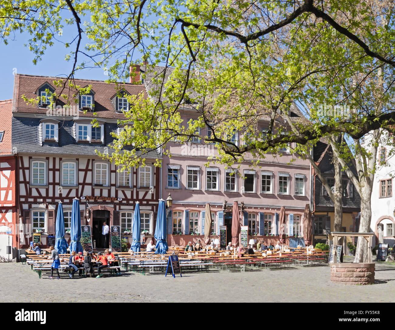 Frankfurt Höchst Restaurant : restaurants on the historic schlossplatz in frankfurt ~ A.2002-acura-tl-radio.info Haus und Dekorationen