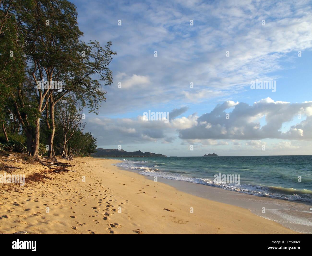 Gentle waves crash on Waimanalo Beach on Oahu, Hawaii.  Looking north towards Lanikai. - Stock Image