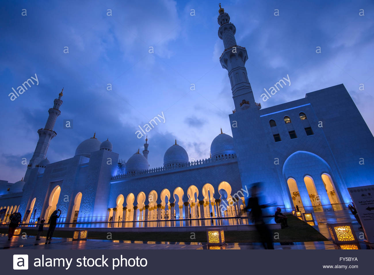 The largest mosque in the United Arab Emirates, Sheikh Zayed Mosque has four 350-foot minarets, 82 white marble - Stock Image