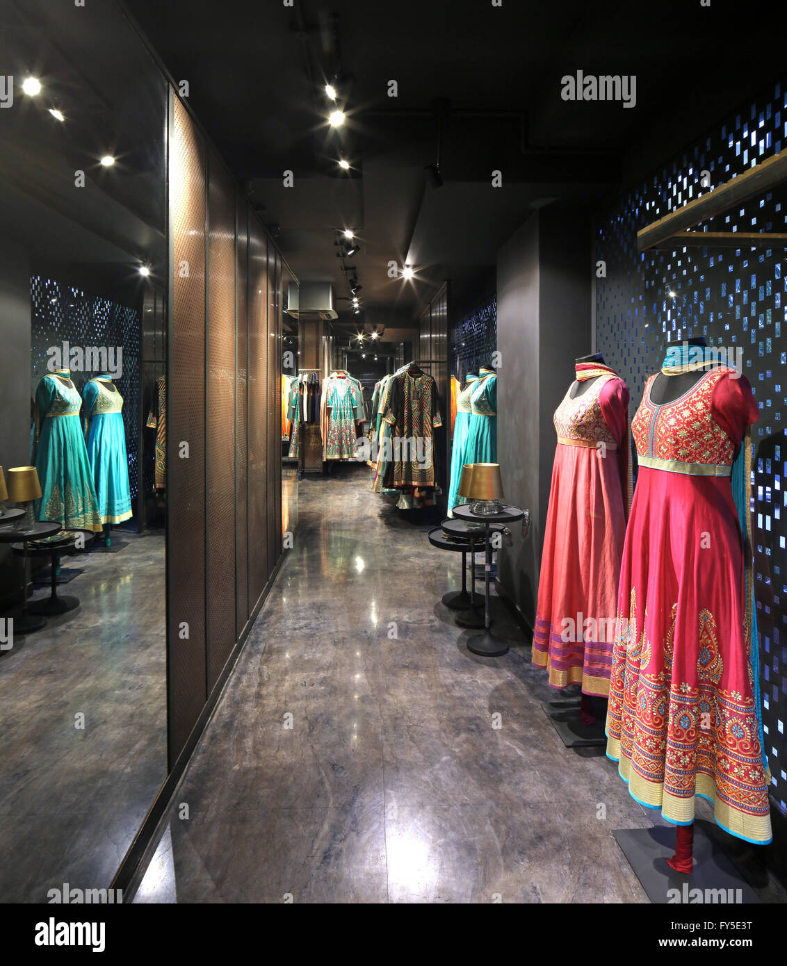 India Wedding Clothes Shop High Resolution Stock Photography And Images Alamy