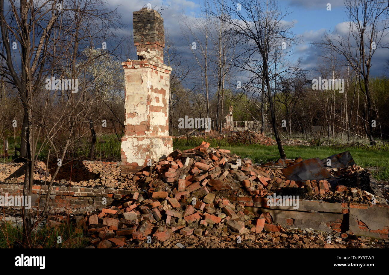 Gomel Region, Belarus. 22nd Apr, 2016. A destroyed house in the village of Tulgovichi, Khoiniksky District, located - Stock Image