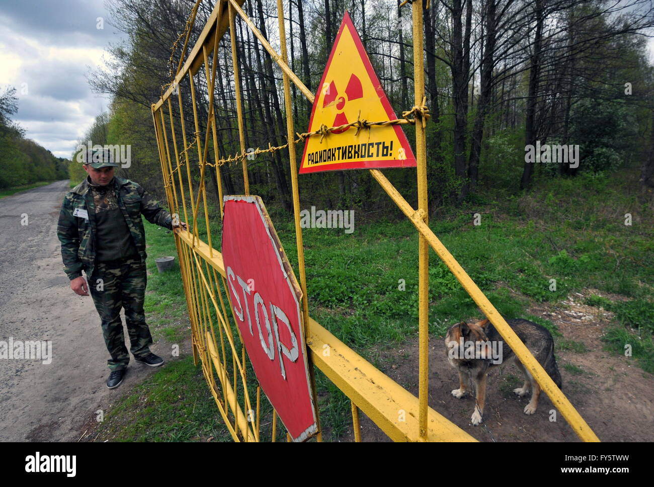 Gomel Region, Belarus. 22nd Apr, 2016. A checkpoint at an entrance to the village of Tulgovichi, Khoiniksky District, - Stock Image