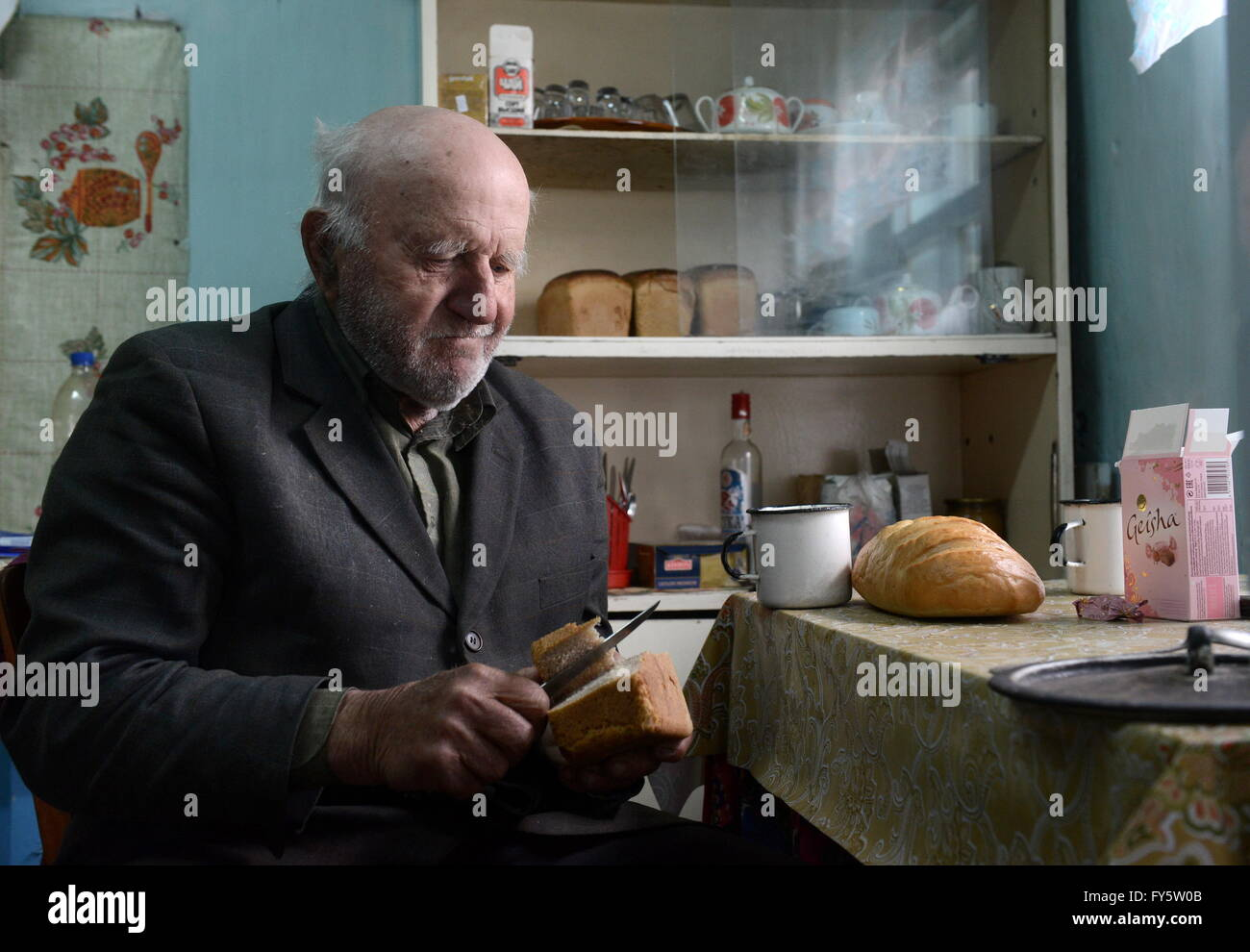 Gomel Region, Belarus. 22nd Apr, 2016. Ivan Shamyanok in his house in the village of Tulgovichi, Khoiniksky District, - Stock Image