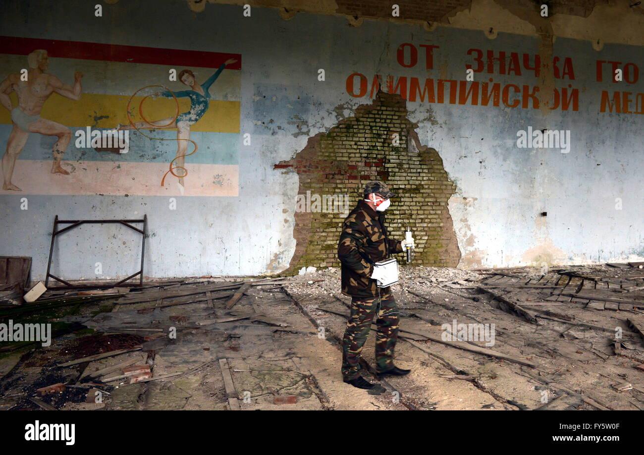Gomel Region, Belarus. 22nd Apr, 2016. Measuring radiation level in an abandoned school building in the village - Stock Image