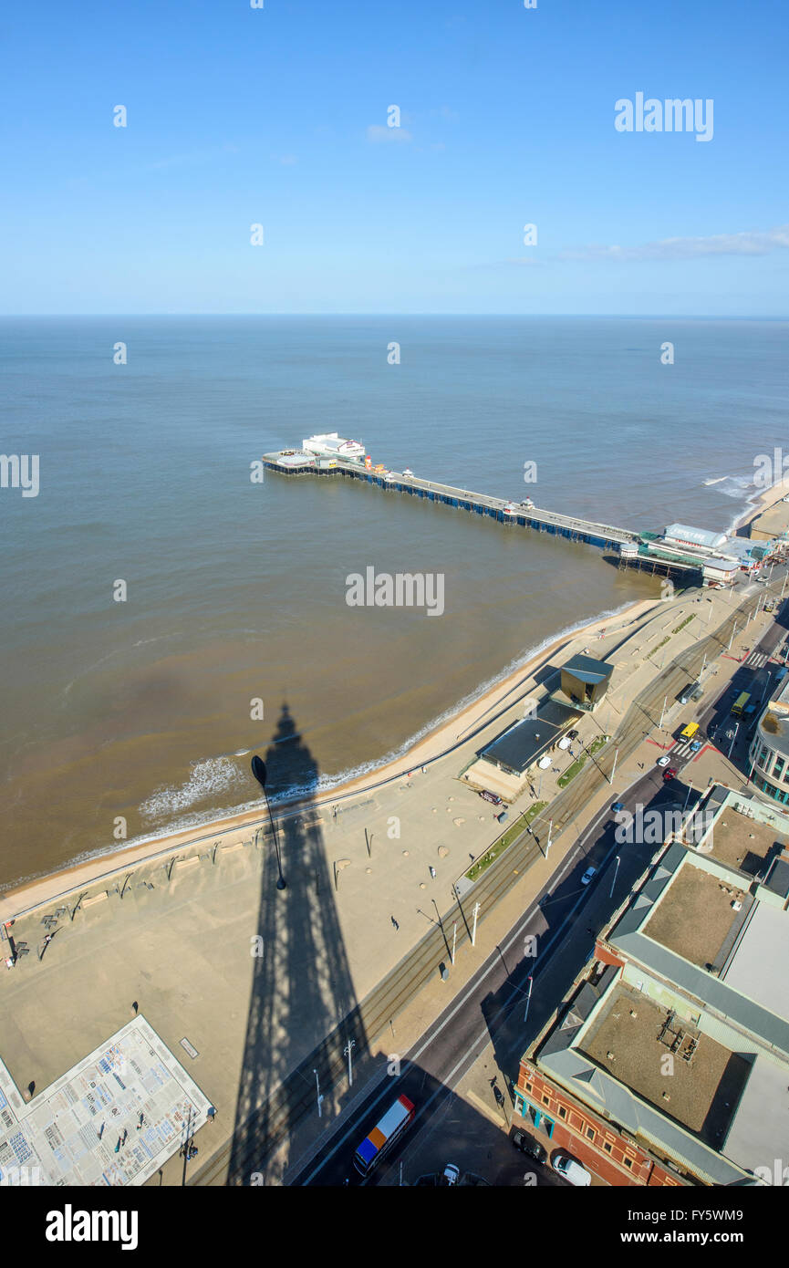 Blackpool, Lancashire, UK. 22nd April, 2016. For the 4th day in a row, Blackpool, Lancashire has basked under continuous - Stock Image