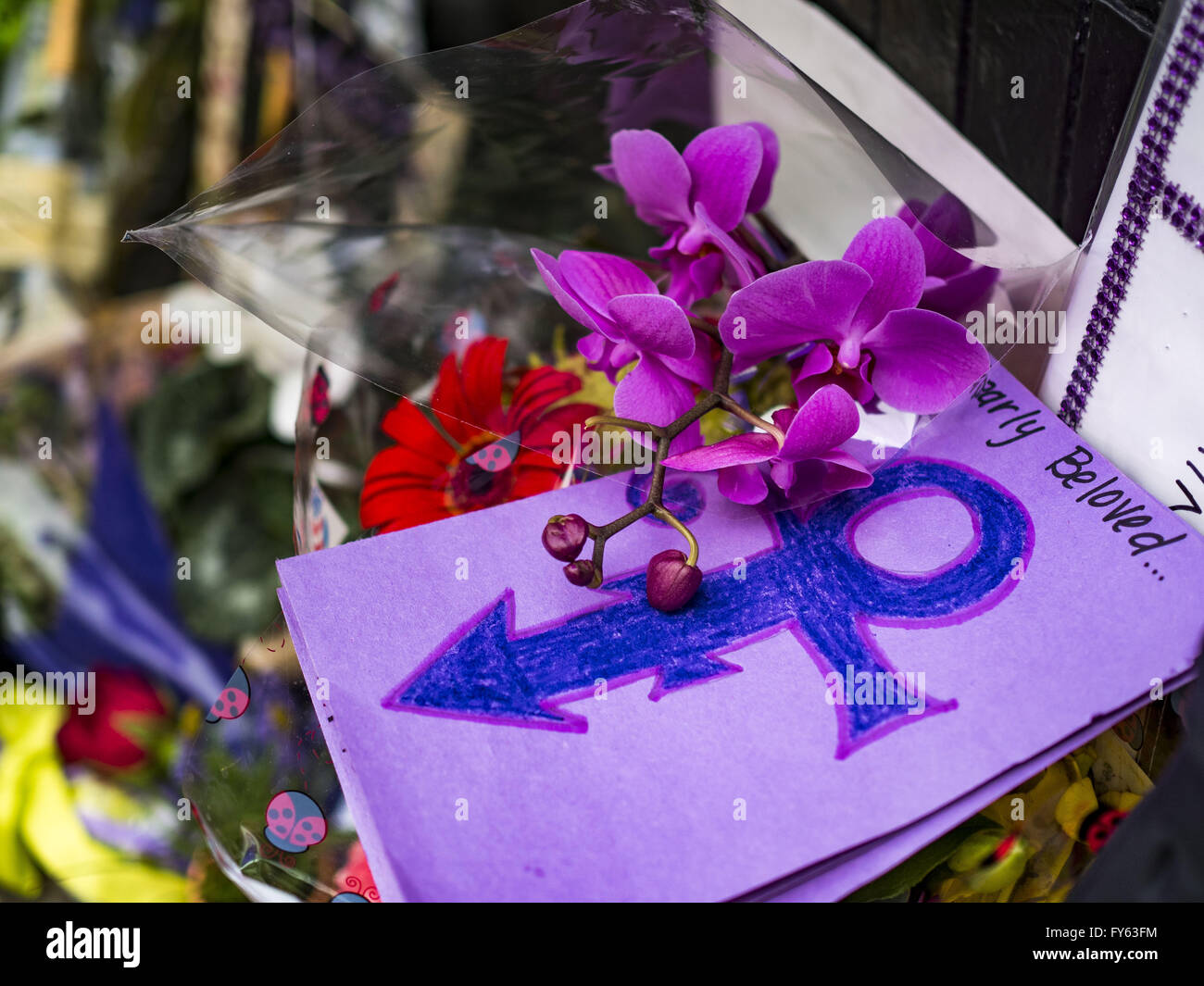 Minneapolis, MN, USA. 22nd Apr, 2016. A card left at 1st Ave for Prince. Thousands of people came to 1st Ave in - Stock Image