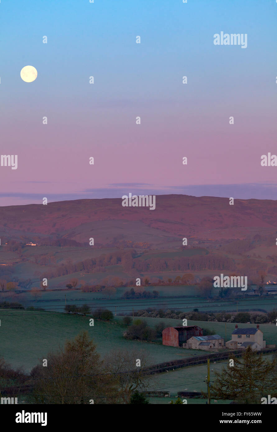 Flintshire, North Wales, UK.  UK Weather- Arctic air pushes south over the UK leaving frost overnight sunrise and - Stock Image