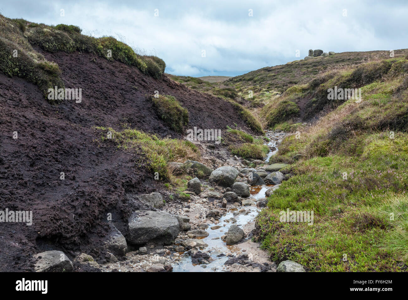 A gulley on Kinder Scout, Derbyshire, Peak District National Park, England, UK, with bad weather approaching - Stock Image