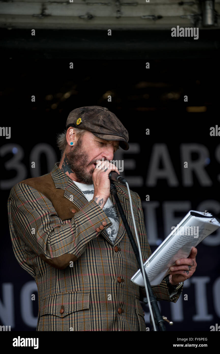 John Dunn, people's poet, speaking at the Mass Picnic organised by the Orgreave Truth and Justice Campaign - Stock Image