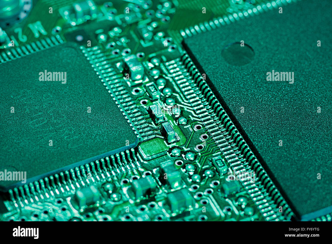 Computer silicon chip with circuitry Stock Photo: 102801120 - Alamy