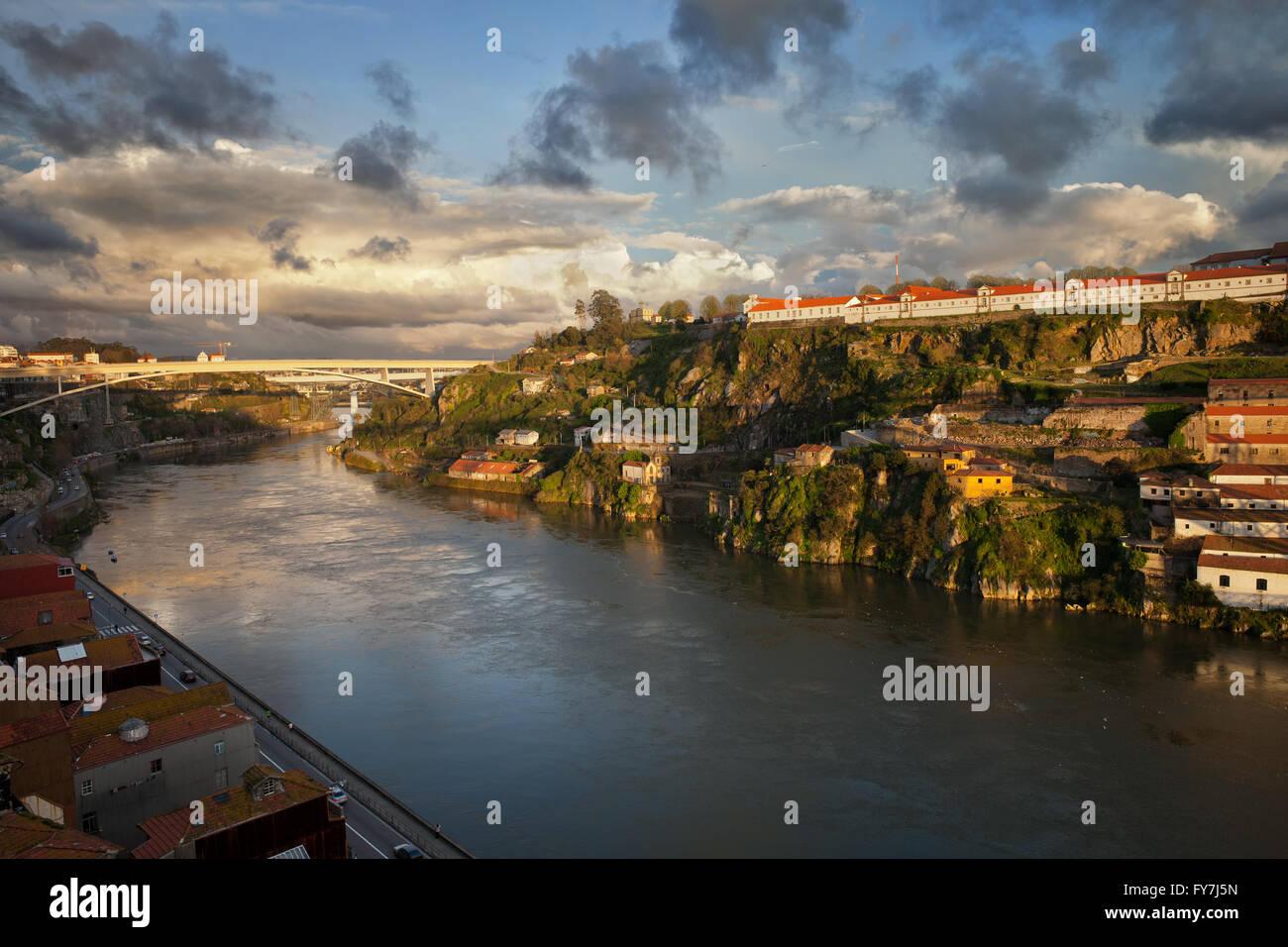Sunset at Douro River between Vila Nova de Gaia and Porto in Portugal - Stock Image