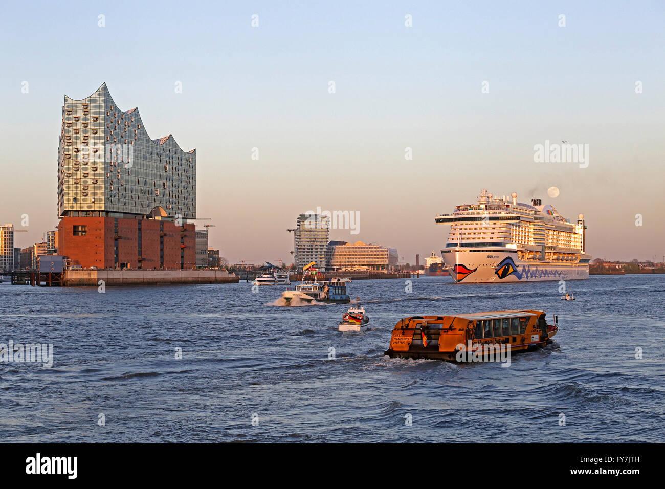 Elbe Philharmonic Hall, cruise ship ´AIDAprima´, Harbor City, Hamburg, Germany - Stock Image