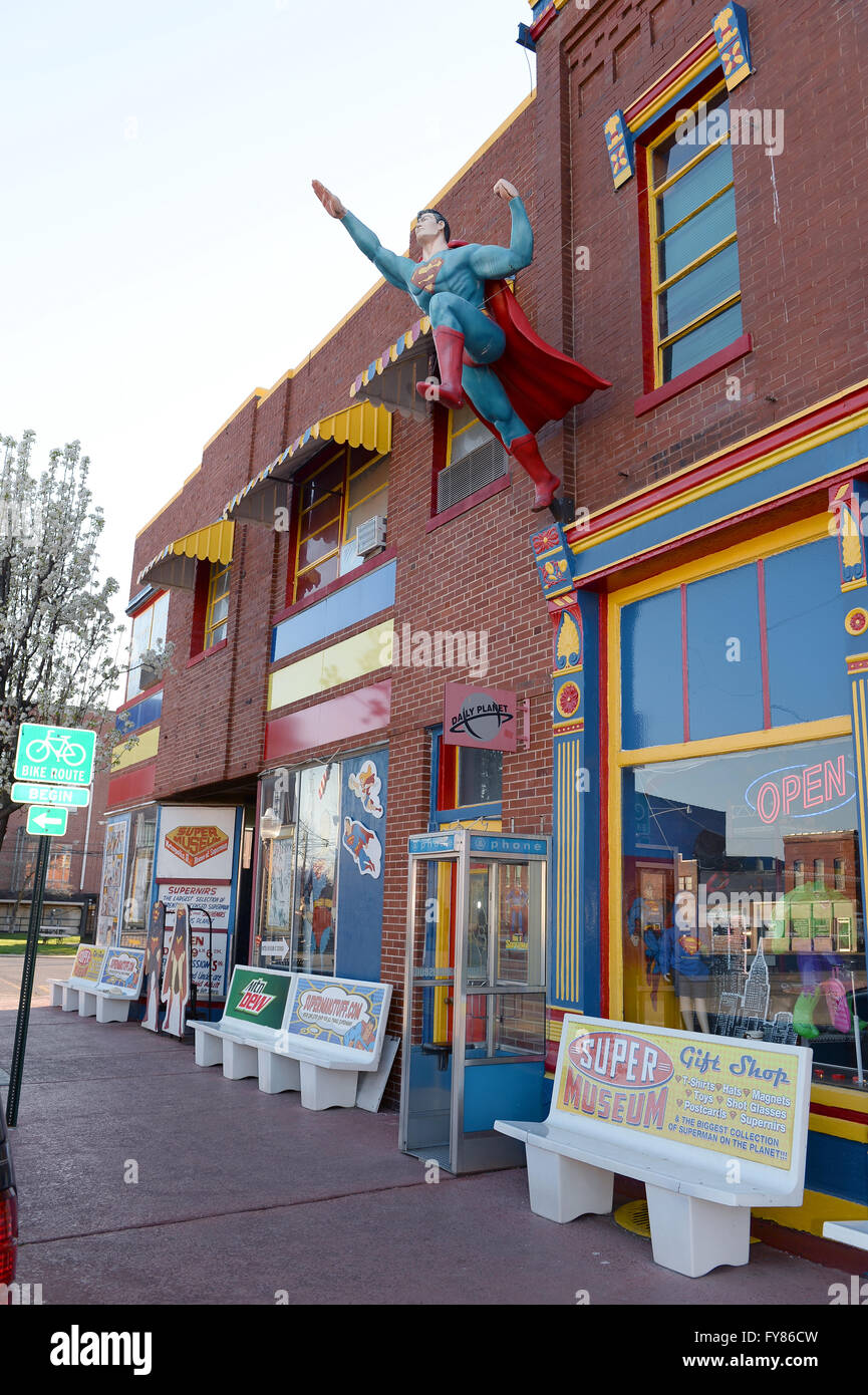 Metropolis, IL, USA – March 25, 2016: Statue of Superman flying outside the Museum and hometown in Metropolis, Illinois - Stock Image