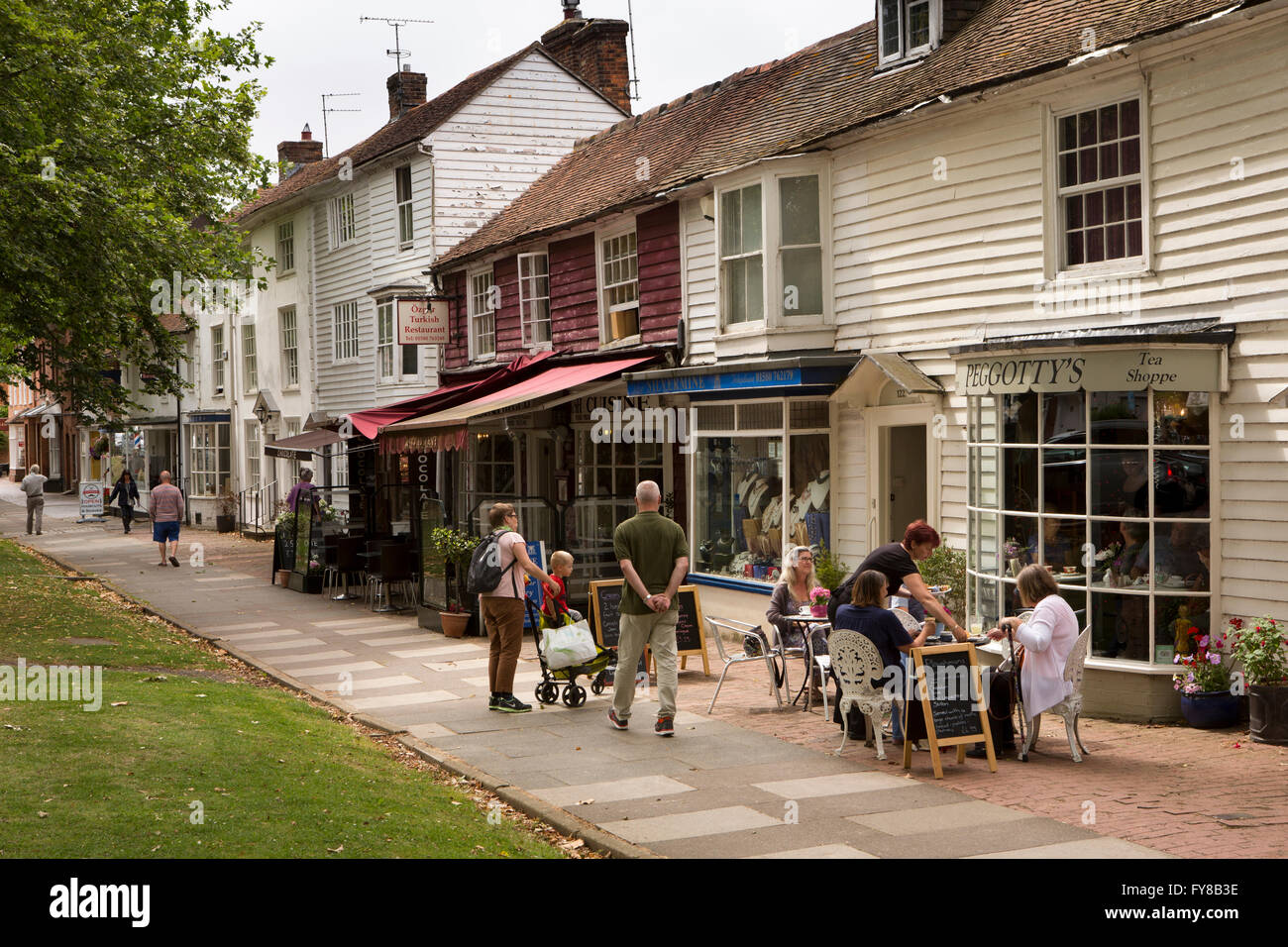 UK, Kent, Tenterden, High Street, picturesque tile hung and weatherboarded shops - Stock Image