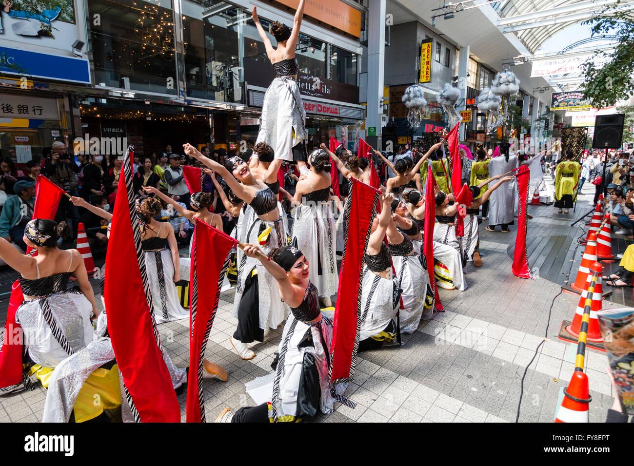 Japan, Kumamoto. Yosakoi Hinokuni festival. Women dance troupe, black & white costume, dancing in shopping centre. - Stock Image