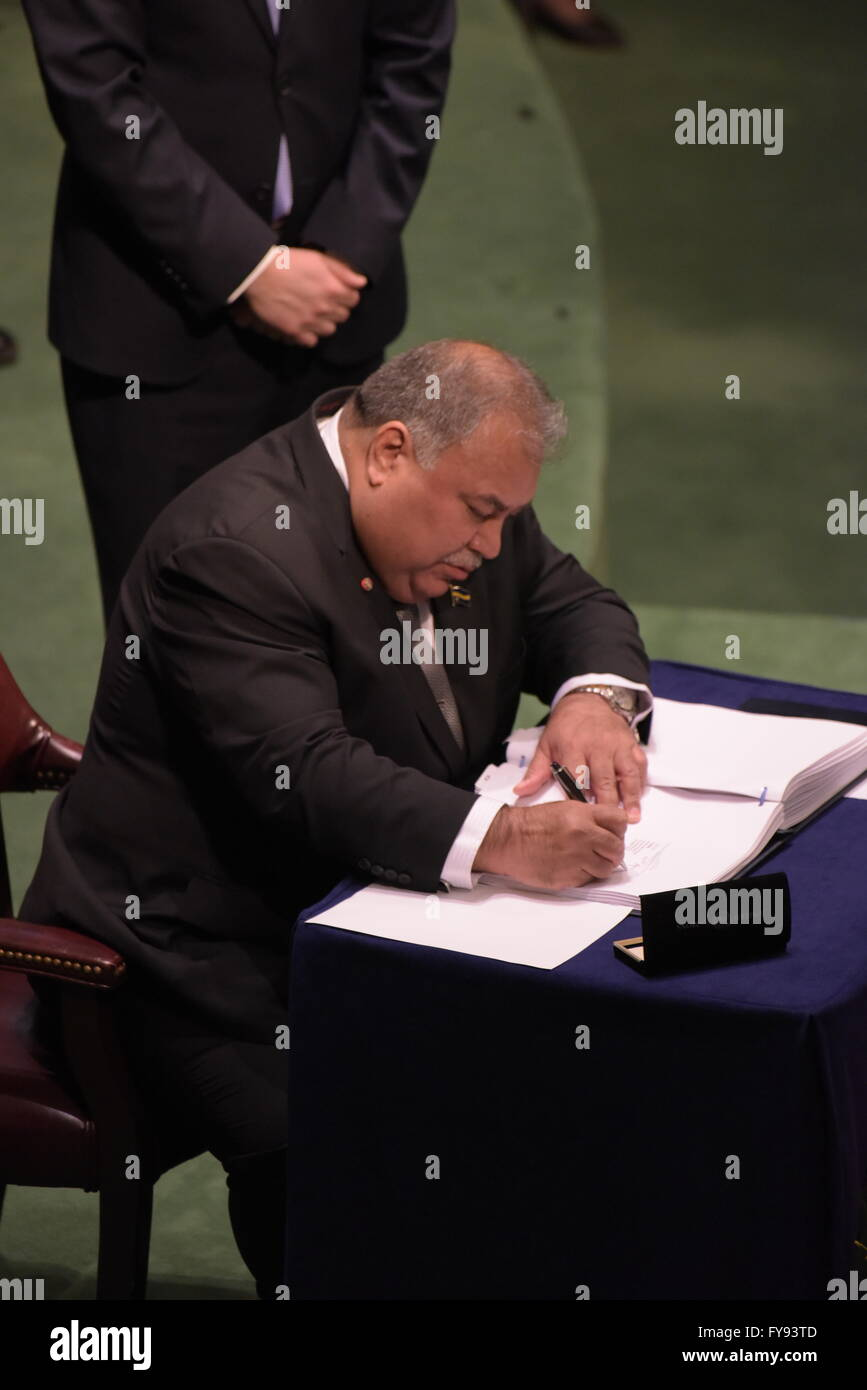 New York City, United States. 22nd Apr, 2016. Baron Waqa, prime minister of Nauru, signs. The United Nations General - Stock Image