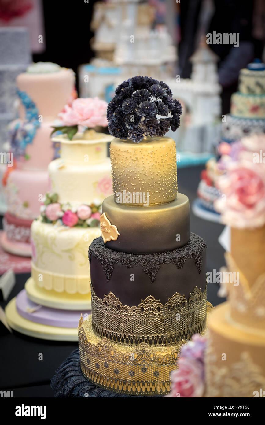 Decorative Wedding Cakes Lace Edible Flowers At Cake International