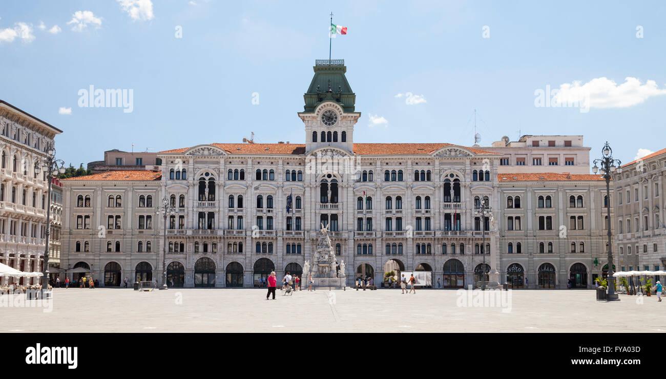 Palazzo del comune town hall piazza unita d 39 italia for Piazza del friuli