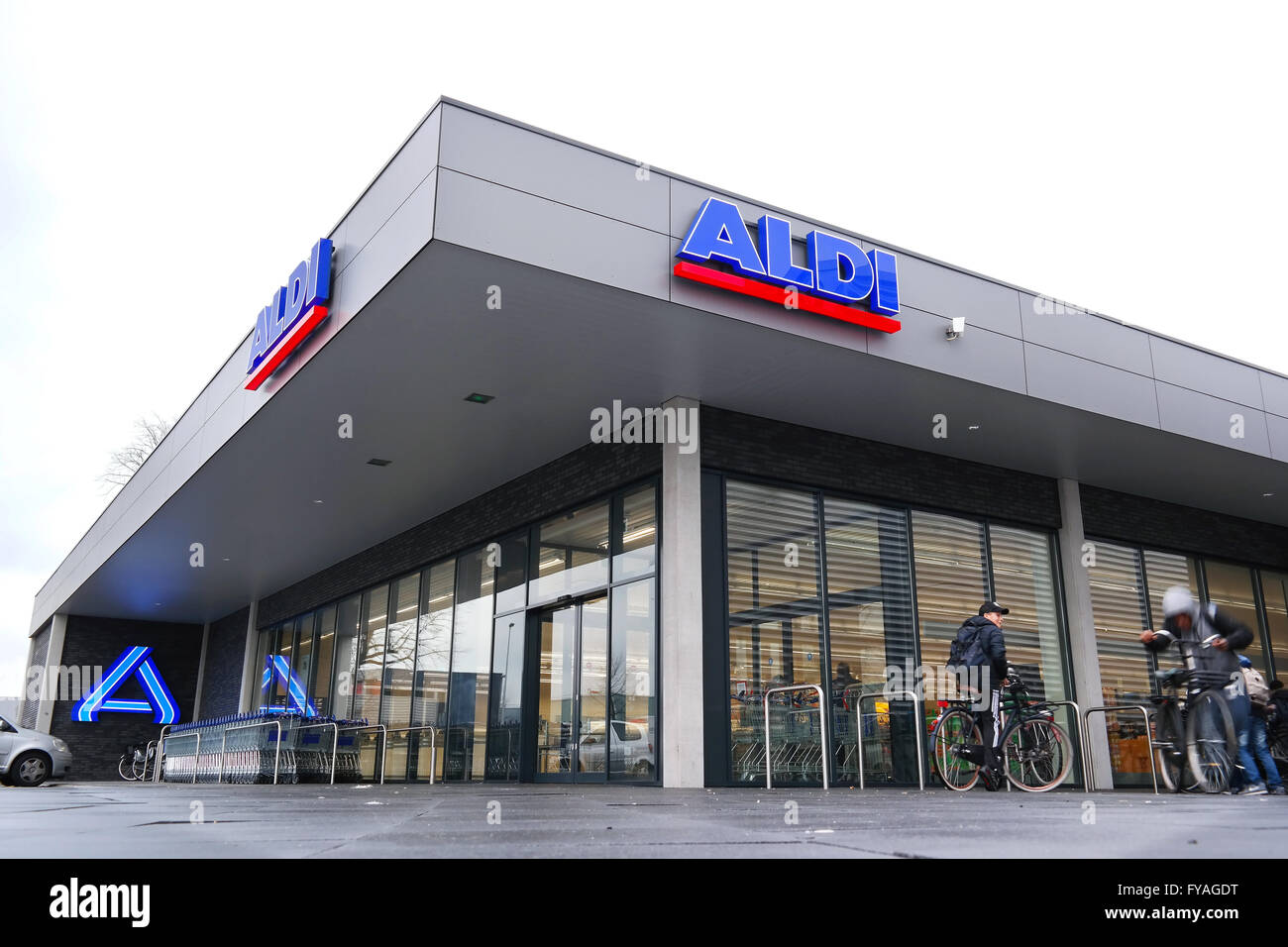 A new restyled ALDI discount Supermarket, in the new house style of Aldi Nord. - Stock Image