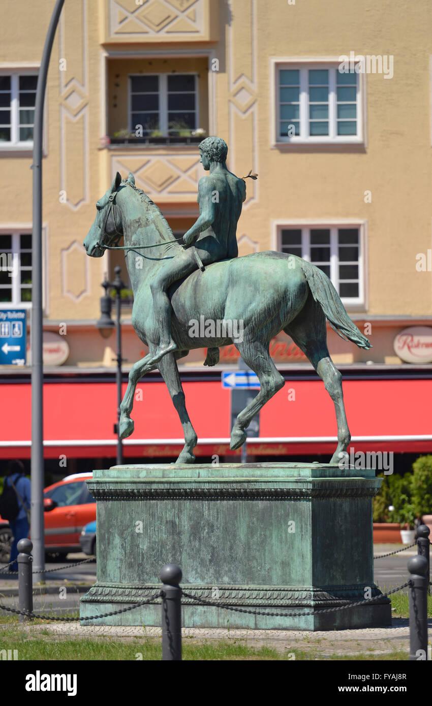 Reiterstatue Der Sieger, Steubenplatz, Reichsstrasse, Westend, Charlottenburg, Berlin, Deutschland - Stock Image