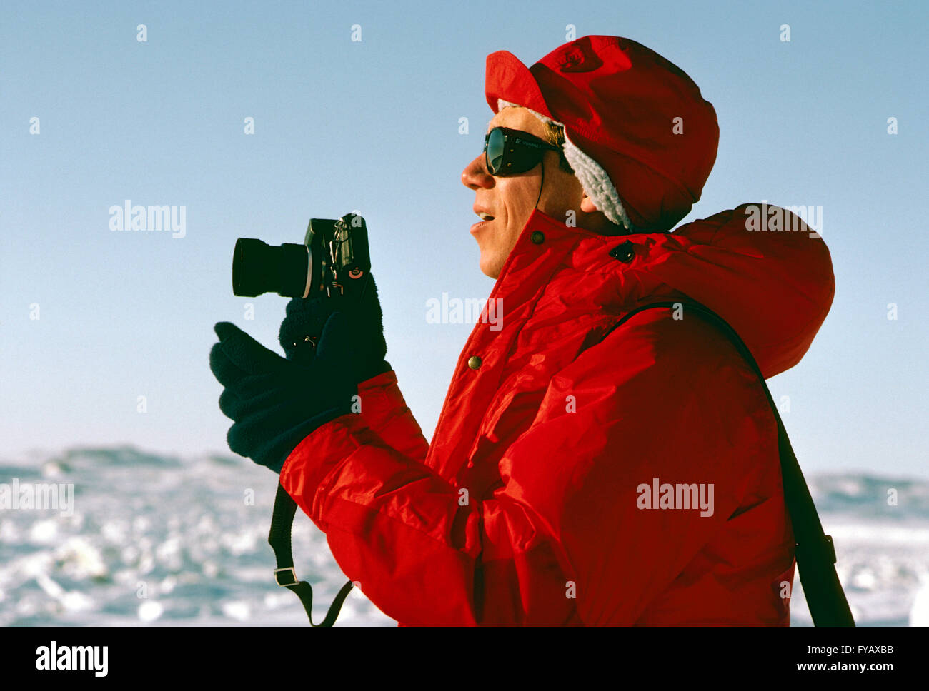 Professional photographer H. Mark Weidman working in the Canadian Arctic - Stock Image