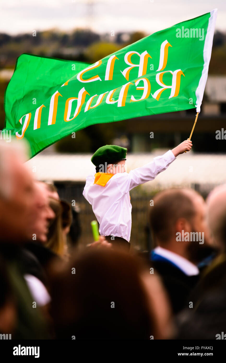 Young member of Na Fianna Éireann waves an Irish Republic flag in Milltown cemetery at 1916 Easter Rising centenary Stock Photo