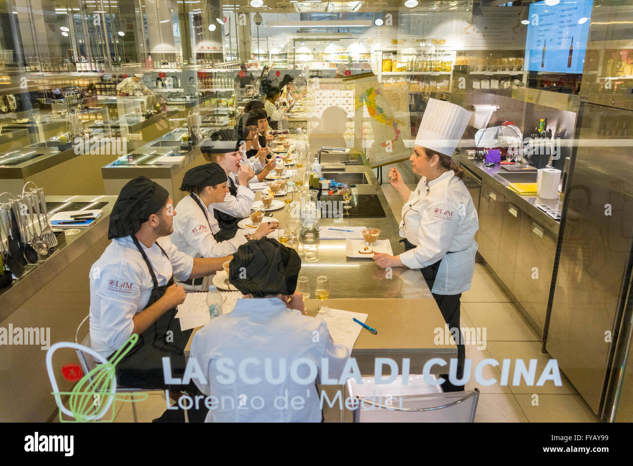 Florence Italy. Cookery class La Scuola di Cucina of the Scuola Lorenzo de' Medici LdM. Inside the Central Market - Stock Image