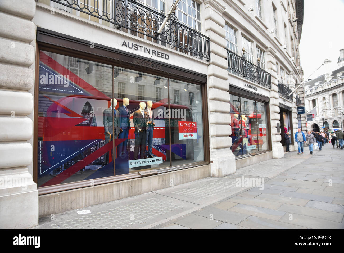 Regent Street London Uk 24th April 2016 Austin Reed Files Notice Stock Photo Alamy