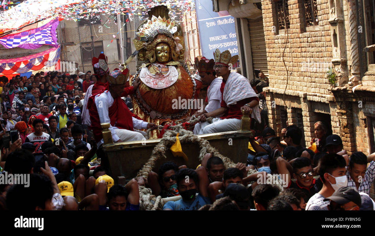 Kathmandu, Nepal. 25th Apr, 2016. Locals carry chaiot with an idol of Bajra Yogini during the celebration of Bajra - Stock Image