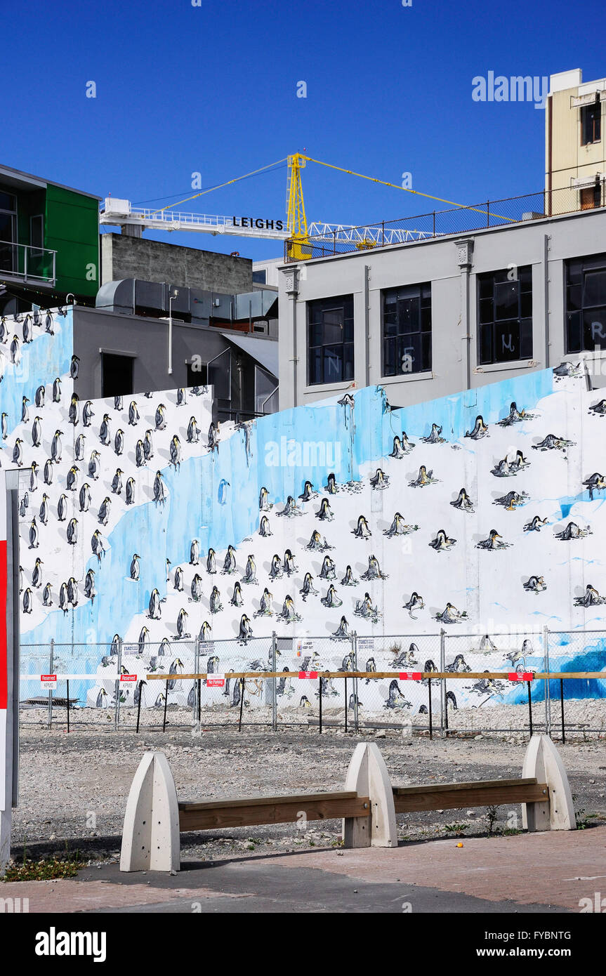 Wall mural and crane in earthquake rebuild, Worcester Street, Christchurch, Canterbury Region, New Zealand - Stock Image