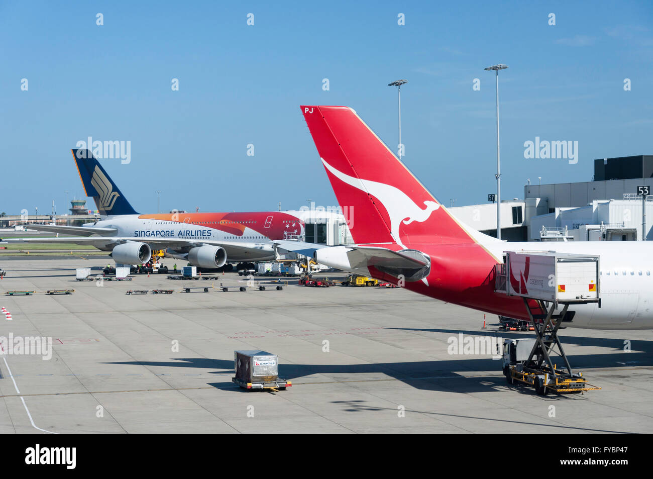 Qantas and Singapore Airlines aircraft at Sydney Kingsford Smith Airport, Mascot, Sydney, New South Wales, Australia Stock Photo